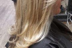 partial-heavy-blonde-highlights-long-layer-women-haircut-1